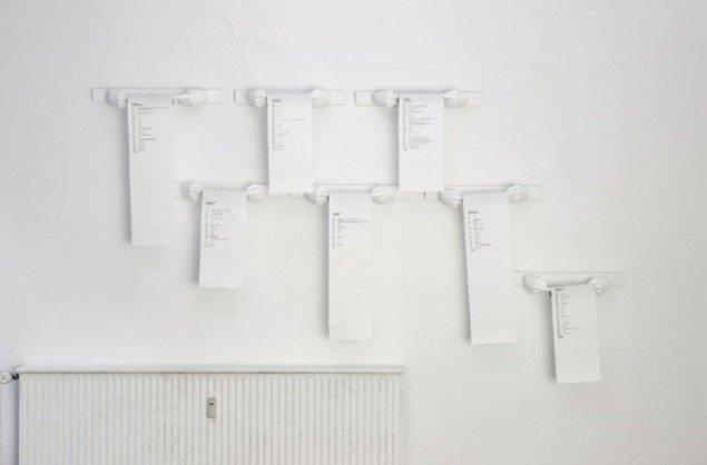 Installationsview (samtaler nedskrevet på toiletpapir). Foto: Ken Herman