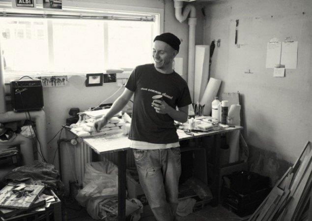 Brian Ravnholt Jepsen i sit værksted. (Foto: Ken Herman)