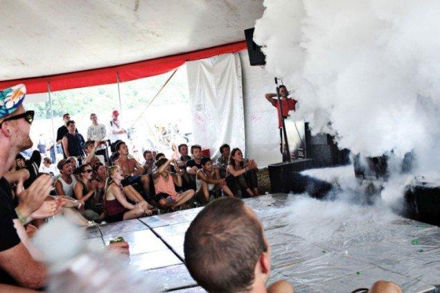 Festivalen suppleres af et skævt performance-program af Museet for Samtidskunst i Roskilde. (Pressefoto, More Than Music)