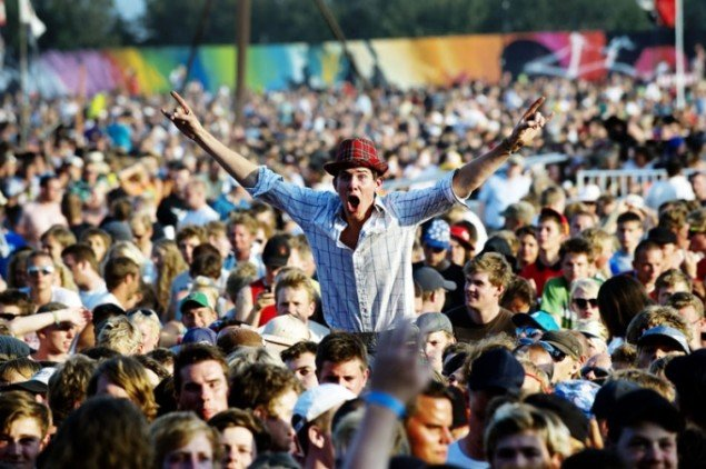 Festival-publikummet vil i fremtiden kunne begejstres over mere kunst, hvis det stod til Sebastian L. G. Christensen. (Foto: Jens Dige, Rockphoto / Roskilde Festival)