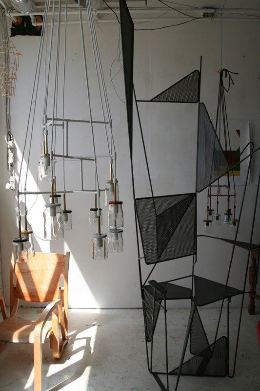 Fra venstre mod højre: Ombygget møbel, en af Jørgen Carlo Larsen lysekroner og en abstrakt stol til udsmykningen på hjørnet af Øster Farimagsgade og Gothersgade. Foto: Marie Norman Nyeng