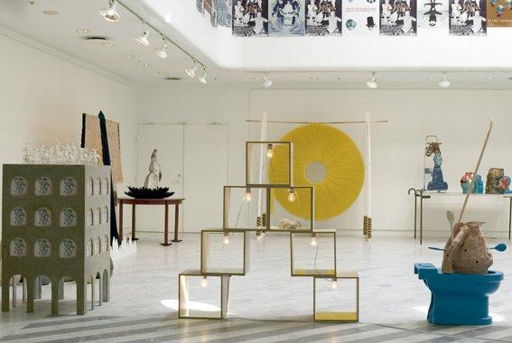 Installationsview af Orgie med værker af Chalotte Bergmann Johansen, Nanna Starck og Christina Hamre i forgrunden. Foto: Louise Kontala