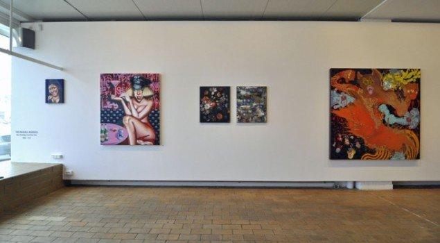 Udstillingsview med Tom Sandford (Lady Gaga) og Van Hanos (untitled) Foto: Morten Poulsen