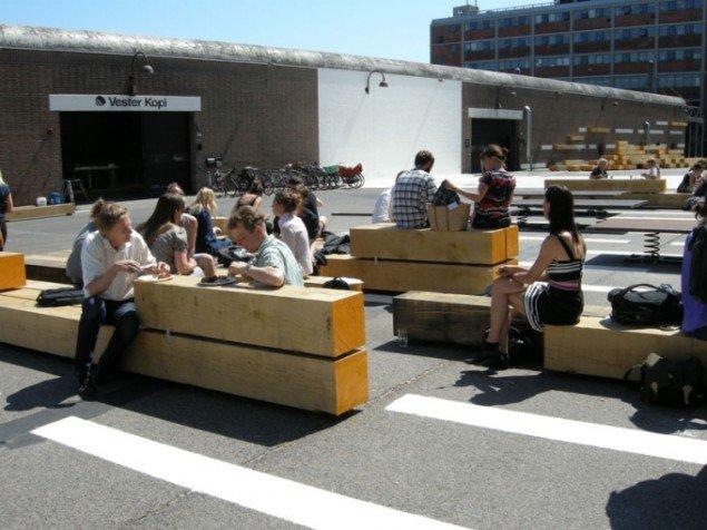 I pausen indtages maden selvfølgelig i det offentlige rum. (Foto: Mette Garfield)