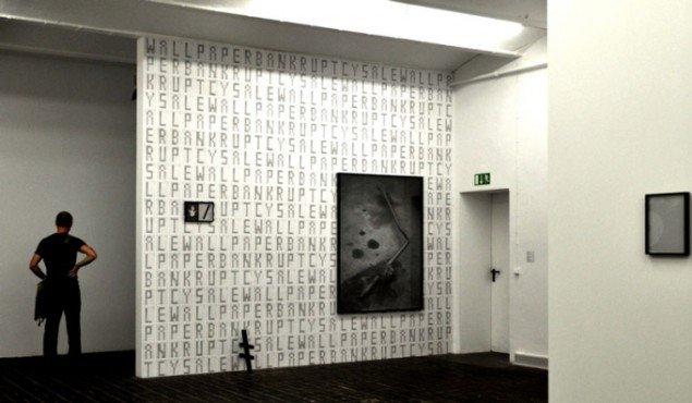 Installations-foto, med væg-tapet. (Foto: Gurli Sørensen)