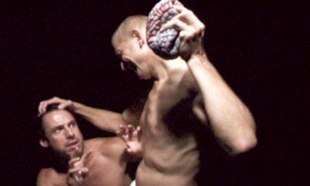 Still fra filmen The Wake (2000) af Christian Lemmerz og Michael Kvium. (Foto: Lars Beyer)
