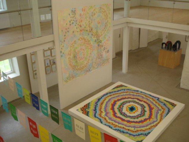 Vue af Pernelle Maegaards papirværker fra 1986 og 2010. Foto: Thomas B. Tveding