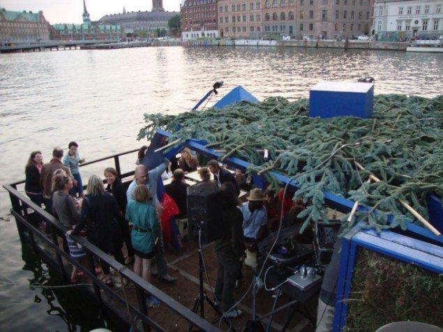 Osloo set fra sidelinien. Græs og græne indgår som en del af flådens indretning, inspireret af havearkitektur. (Foto: Mille Højerslev Nielsen)