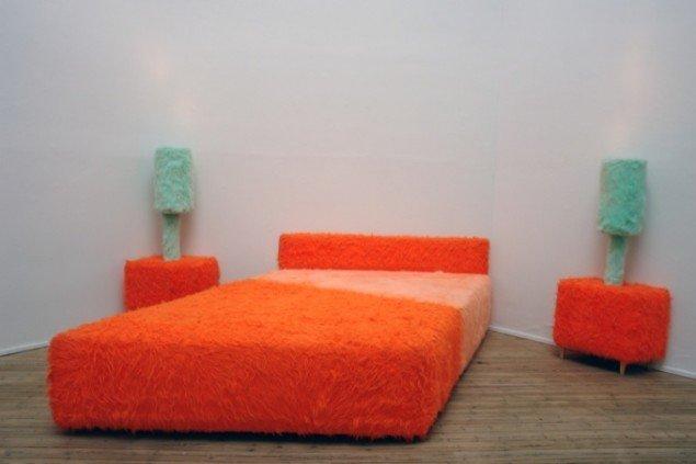 Sylvie Fleury, Bedroom Ensemble (Hommage á Claes Oldenburg), installation 1997, FRAC, foto: Jens Møller Sørensen