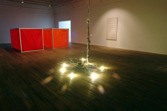 Liam Gillick, Think tank think tank, 1999 og Antonia Low, Jugend forscht II, 2005, collection FRAC, foto: Jens Møller Sørensen