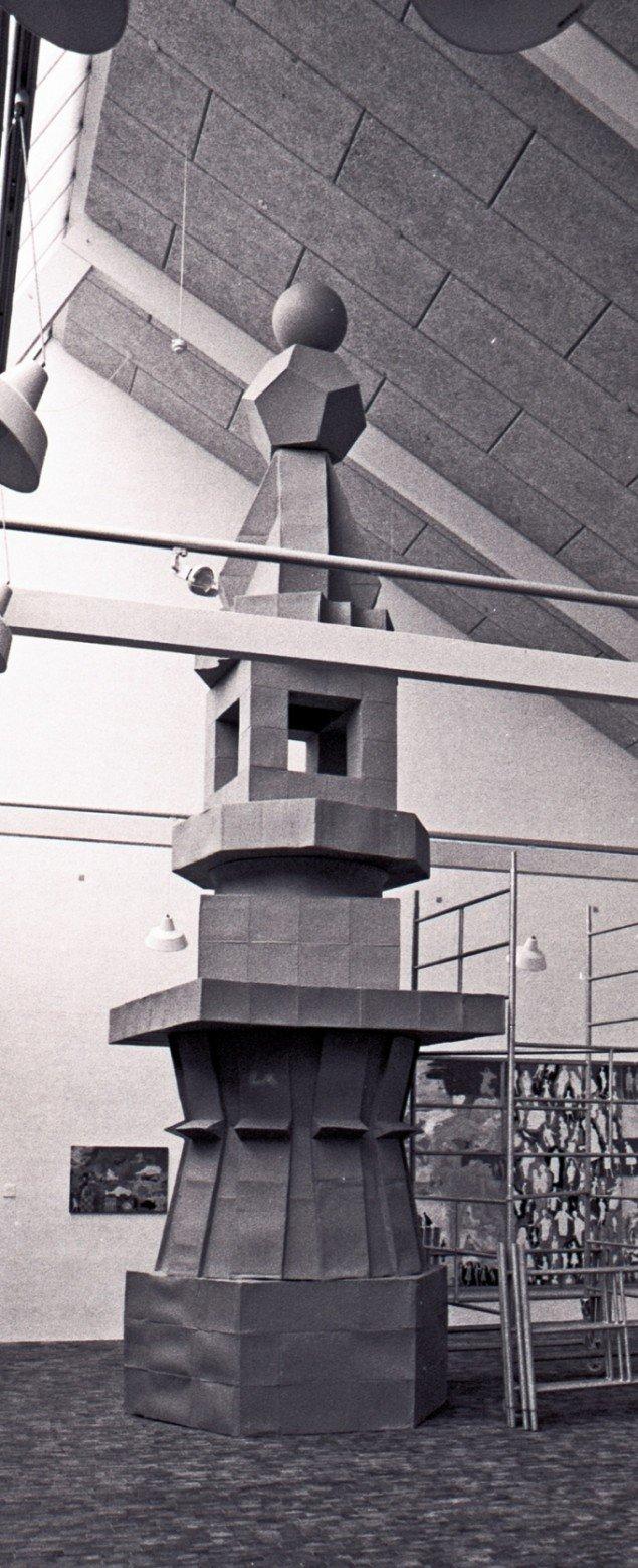 Poul Gernes Papkassetårnet, 1967, bemalet pap. Statens Museum for Kunst. Foto: Lars Bay.