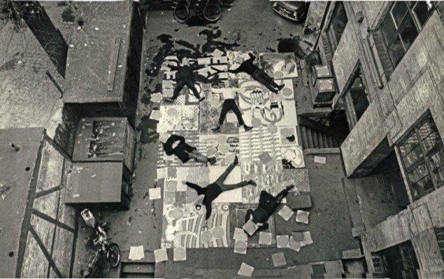 Den eksperimenterende kunstskole har indtaget gården i Pilestræde, 1964. Foto: Egon  Engmann.