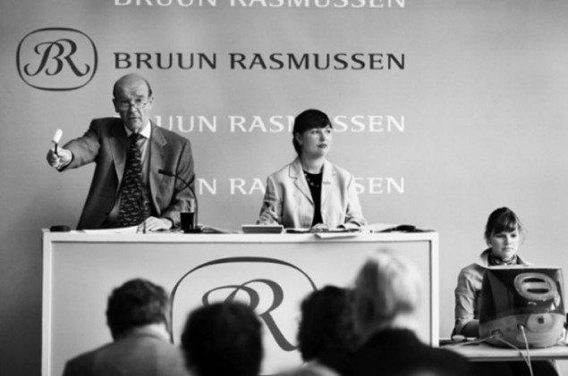 Jesper Bruun Rasmussen på podiet. (Pressefoto, Bruun Rasmussen)