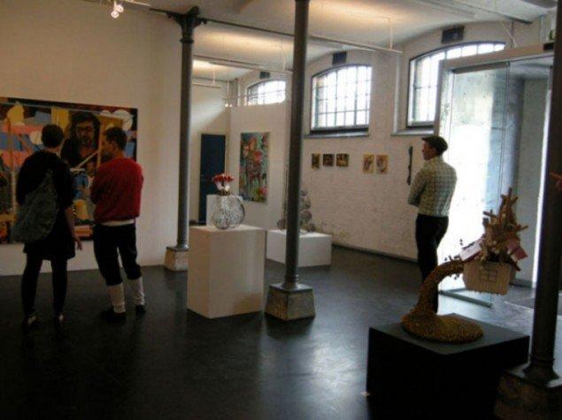 Men Warehouse9 kan også bruges som et mere traditionelt udstillingsrum. Her gruppeudstillingen POP OUT, kurateret af Sabine Aichele-Elsner (Foto: Warehouse9)