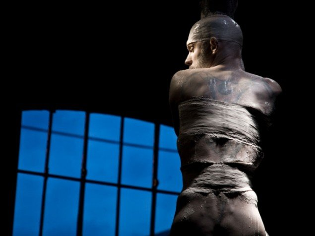 Warehouse9 bliver ofte brugt til performance. Her belgiske Niko Raes som var Artist in Residence (Foto: Warehouse9)