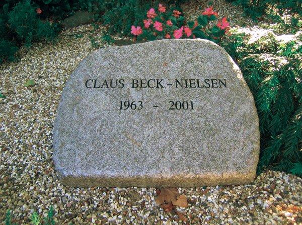 Den tidligere Claus Beck-Nielsens gravsten (Das Beckwerk / Claus Beck-Nielsen 1963-2001)