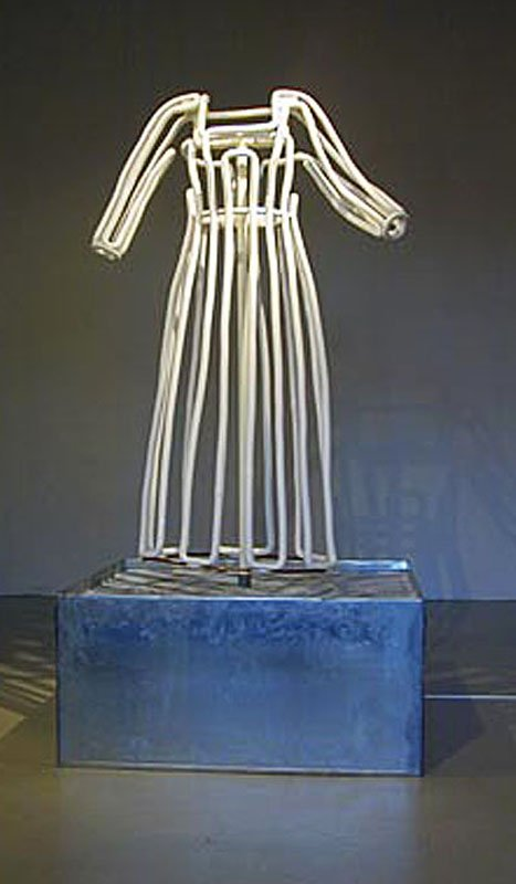 Kirsten Justesen: 'Ice Dress', blandede materialer, 2002. Foto: Randers Kunstmuseum.