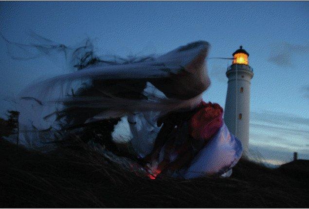 Open Call: Inge Tranter og Michael Richardt Petersen: Glaskjolen – mennesket i landskabet. Pressefoto: Port 2010.