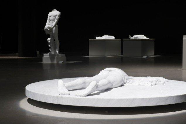 Udstillingsview af Lemmerz' marmorskulpturer. Foto: ARoS/Ole Hein Pedersen