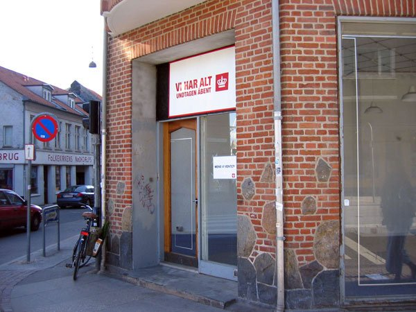 Nationen Danmark visualiseret i en lukket butik i Århus. Foto: Anne Dyhr.