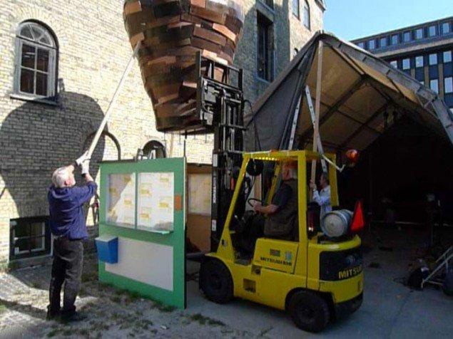 Kebab House blev til i Statens Værksteder og blev bl.a. vist under Sculpture by the Sea, 2009. (Foto: Randi & Katrine)