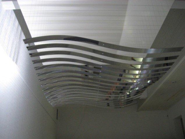 Bølgende metalformer i Reflecting kinematronic 3. Foto: Jeppe Lentz
