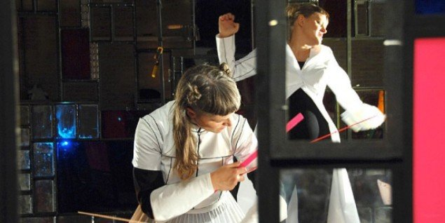 CoreAct i aktion i deres aktuelle værk: Undgåelsens bevægelighed. (Pressefoto)