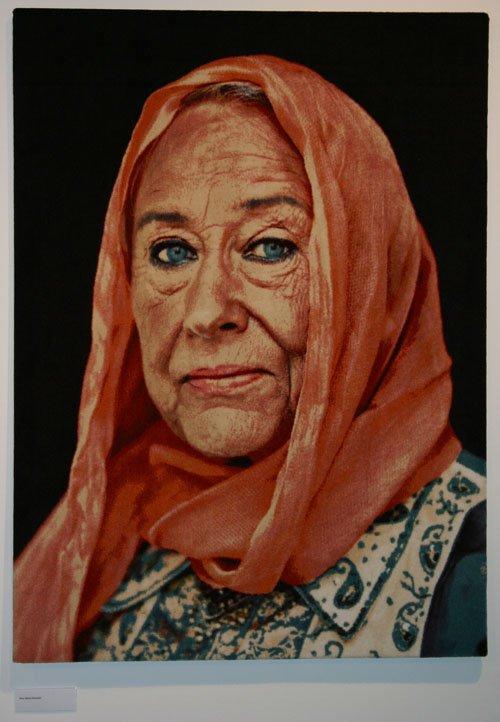 Kunstakademiets tidligere rektor Else Marie Bukdahl er blandt personerne, der har skiftet etnicitet i Lillibeth Cuenca Rasmussens tæppe-serie. Foto: Kristian Handberg.