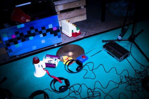 Værket Lydlegeplads gav publikum mulighed for at lege med mærkelige instrumenter. Foto: Rikke Luna Filipsen