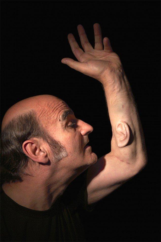 Stelarc har i årtier arbejdet eksperimenterende med kroppens udvidede muligheder. Pressefoto.