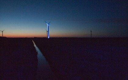 Lys, fem vindmøller og et læhegn
