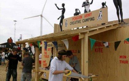 Roskilde: En hær af røde lygter, pingviner, frøbomber og statements