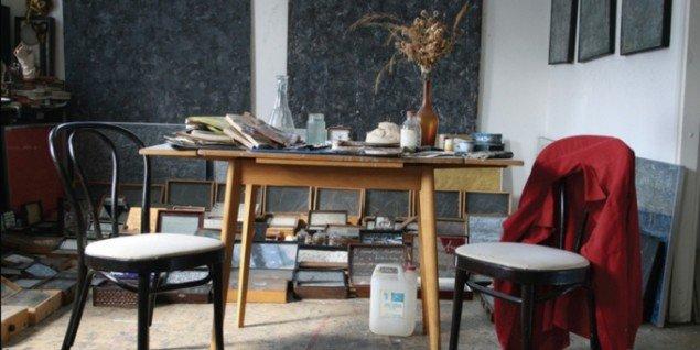 Snakken går om bordet på Kunsthal Brænderigården i Viborg