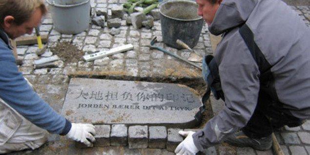 Genbrugte gravsten sætter aftryk på Nørrebro