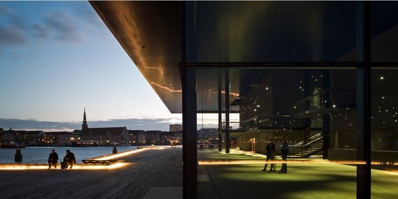 Kunstnere overtager Det Kongelige Teater