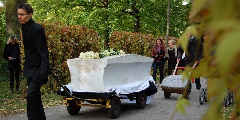 Claus Beck-Nielsens kiste gravet op