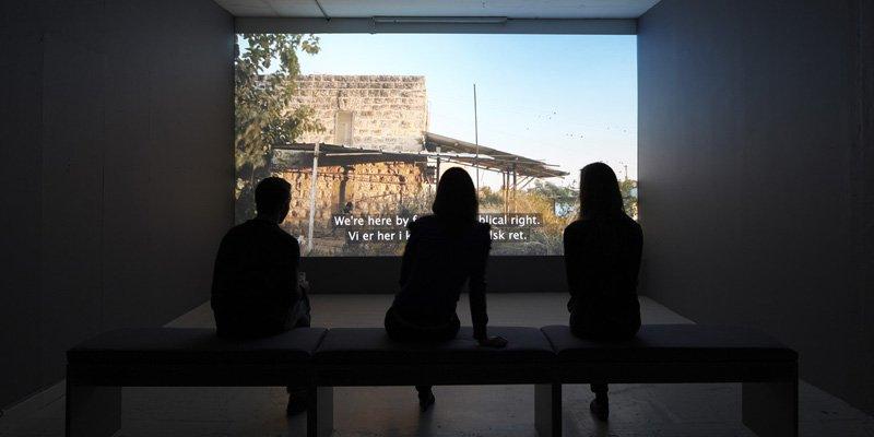 Kan kunsten pege bag konflikten?