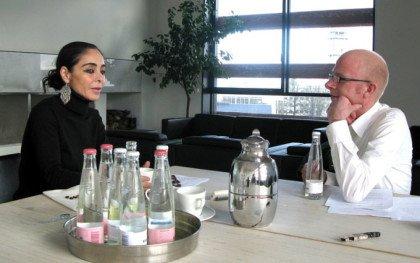 Shirin Neshat mellem Øst og Vest