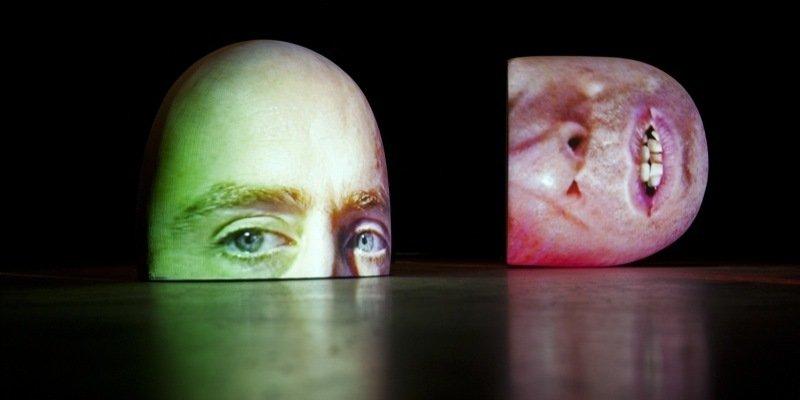 Ansigt til ansigt med Tony Oursler