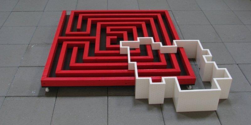 Det er sort, hvidt, rødt og komplekst