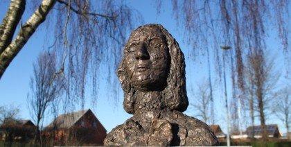 Offentlige bronzeskulpturer tygget af folket selv
