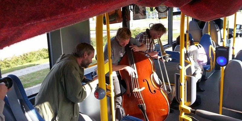 Kunsten kører med bus