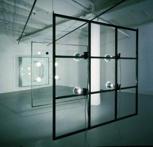 Regenerator, 1987. Stål, glas, messing, wire, 150 watt-pærer, geigertæller. Foto: Bent Ryberg