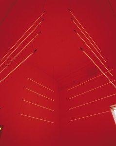 Neon, 1995. Neonrør, wire. Foto: Bent Ryberg