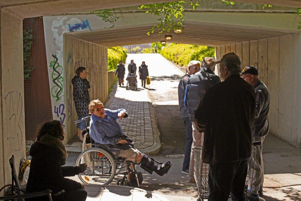 Som en del af projektet Placemaking diskuterer borgere fra Greve, hvordan tunellen ved Gersagerparken i Greve kan gøres mere tryg at færdes i. Foto Karoline H. Larsen