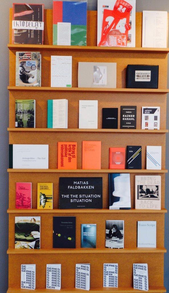 Et udvalg af bøger fra forlaget Antipyrine, Kunsthal Aarhus, 2015. Foto: Elisabeth Hjortshøj Thostrup