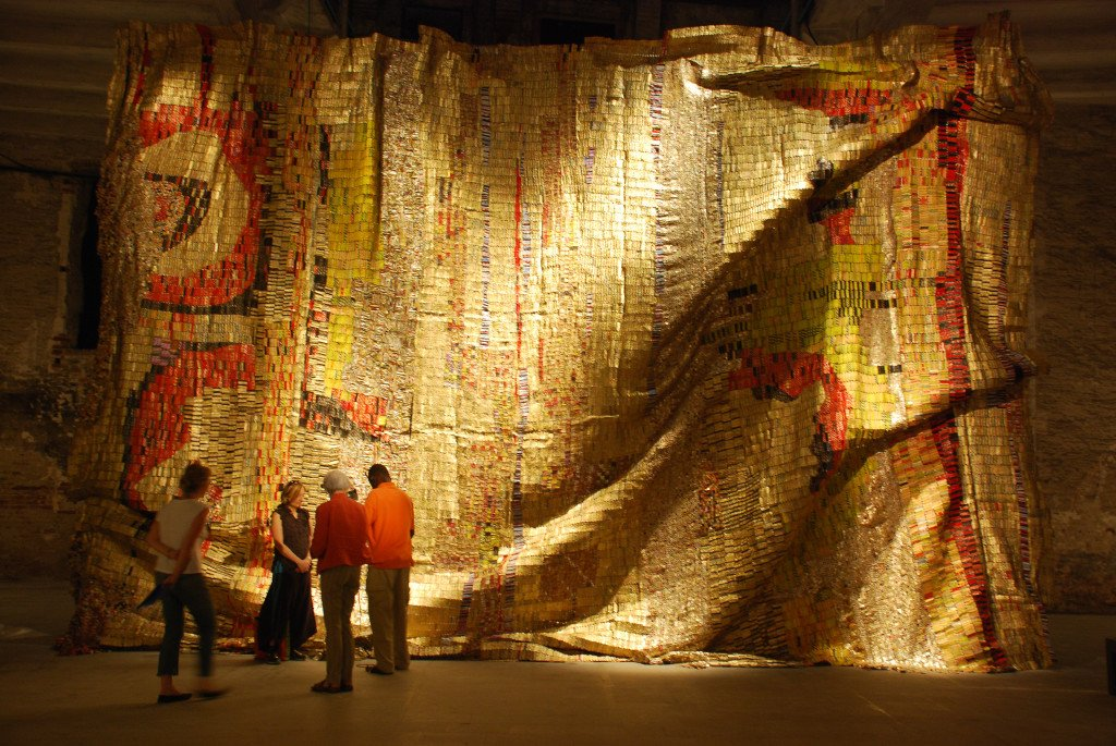 El Anatsui Dusasa I (c) Susan Vogel, Price Street Pictures and Icarus Films