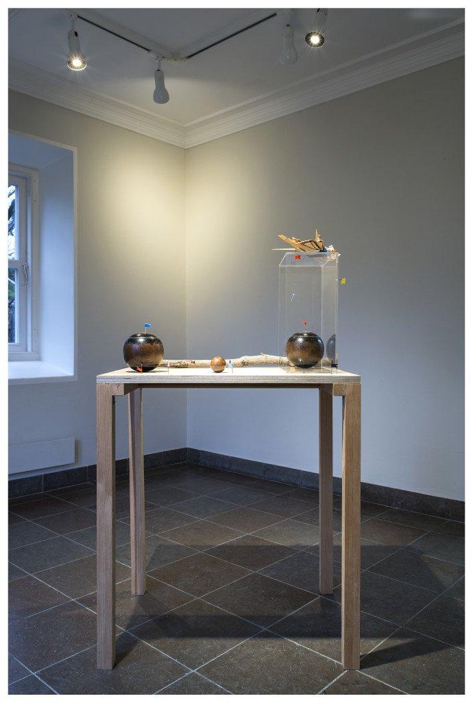 Skulptur af Veo Friis Jespersen. Installationsview i installation af Veo Friis Jespersen. Foto: Jens Markus Lindhe.
