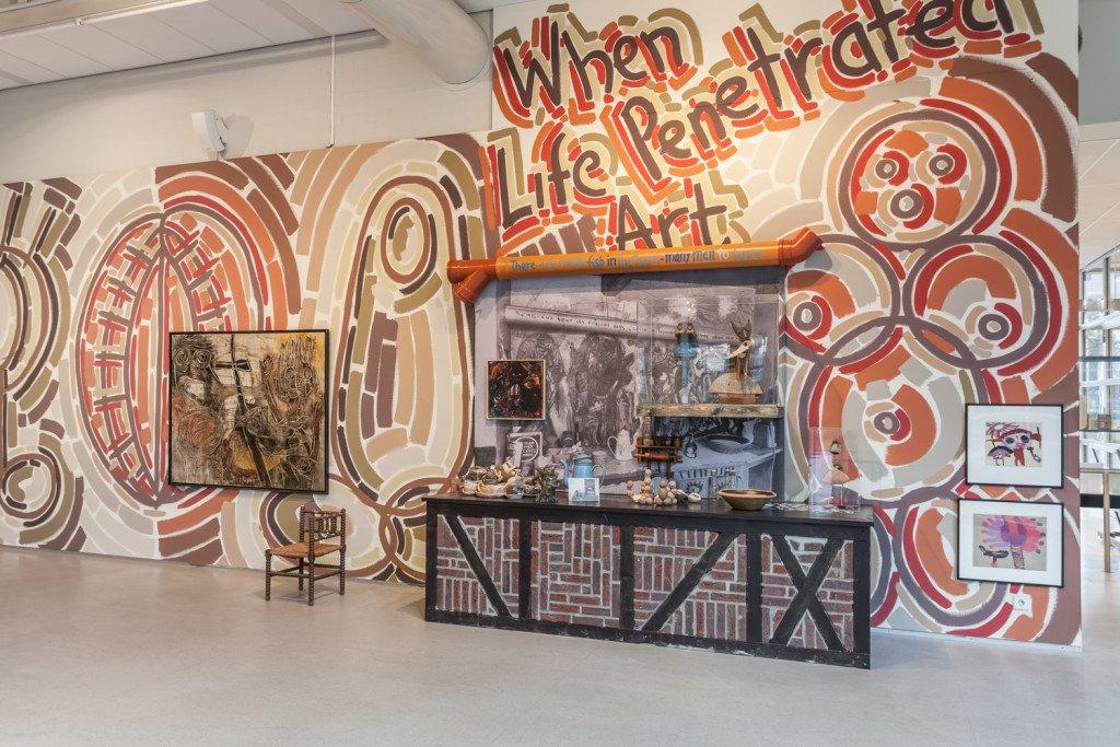 Installationsview, When Life Penetrates Art, CoBrA Museum of Modern Art. (Foto: Peter Tijhuis)