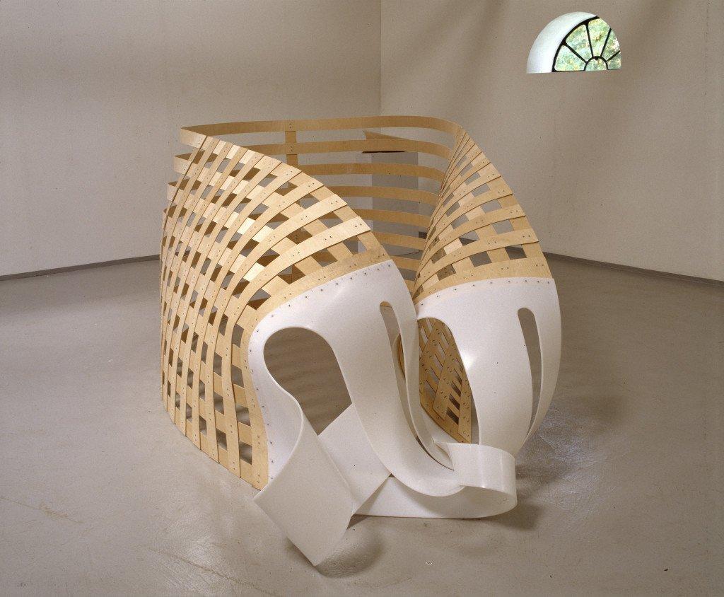 uden titel, 2001, Veskølund. Polyethylen, birketræ, skruer. Foto: Simon Lautrop